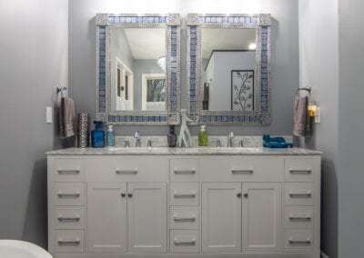 White and Simple Bathroom Modeling with descent flooring