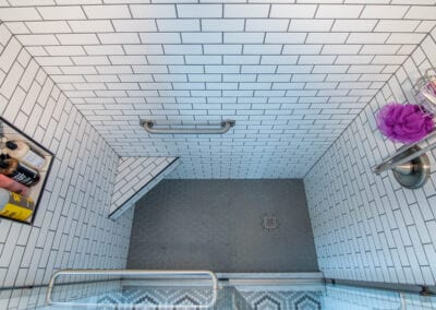 Patterned Standing Bathroom Modeling